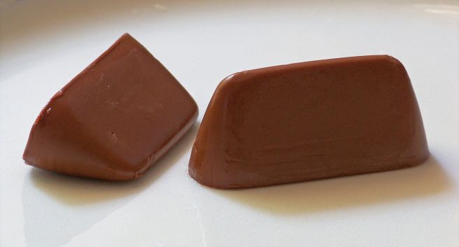 https://upload.wikimedia.org/wikipedia/commons/thumb/b/b9/Gianduiotti.jpg/1280px-Gianduiotti.jpg